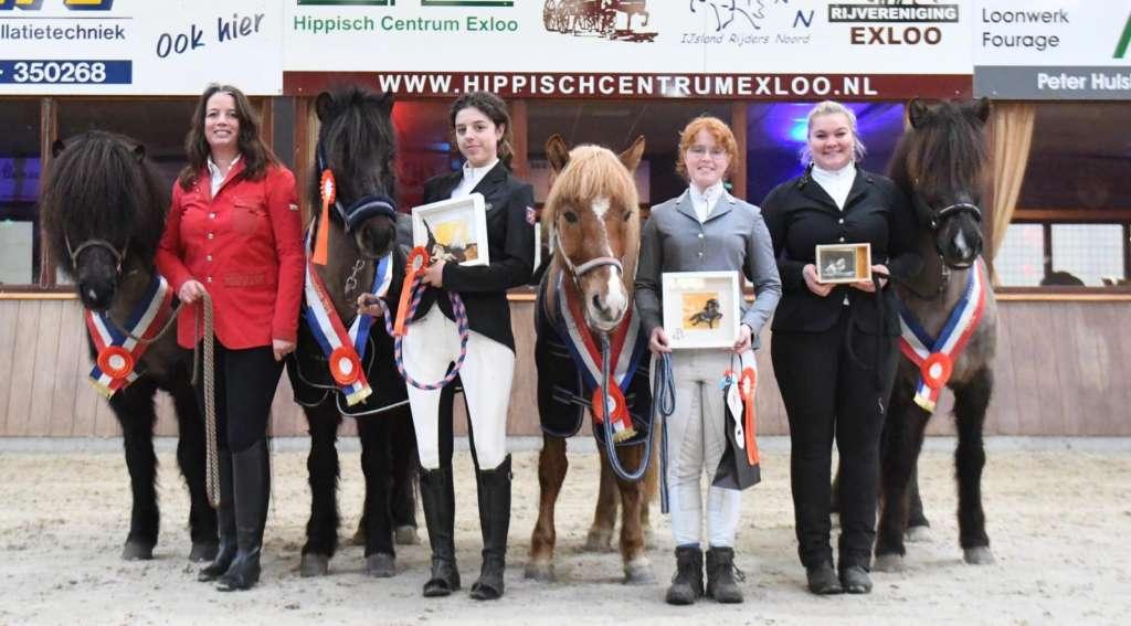 De vier IJRN Clubkampioenen 2019  presenteren zich met trots